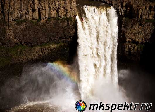 Установить новый рекорд прыжка с водопада на байдарке